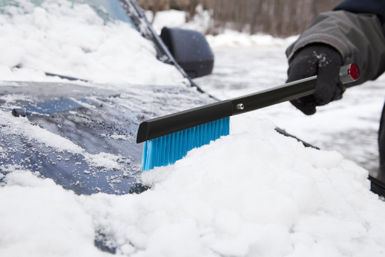 zeus-all-in-one-snow-shovel-brush-ice-scraper-3.jpg